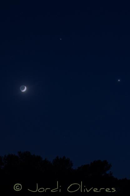 Conjunció de Venus i Júpiter amb la Lluna. Nikon D7000, 80-200mm f2.8 (a 80mm), ISO 640, f/5, 2 seg.